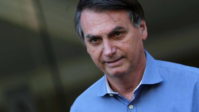 Bolsonaro vai na contramão de Mandetta e diz que vírus está indo embora