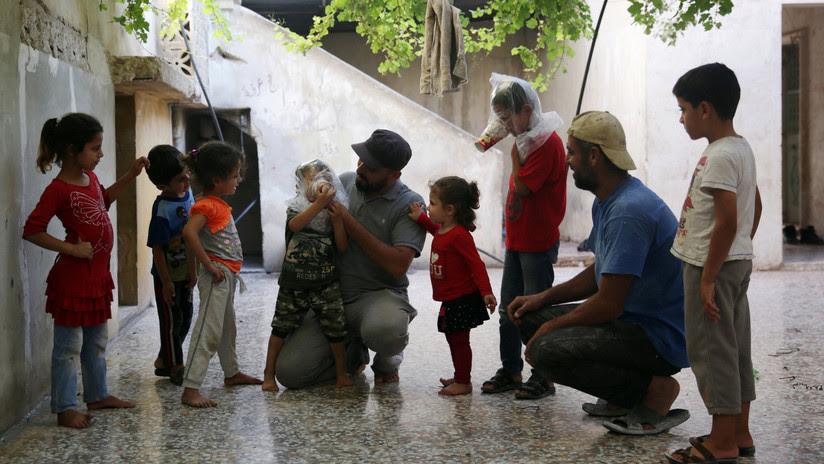 Terroristas escogen a 22 niños con sus padres para escenificar un ataque químico en Idlib