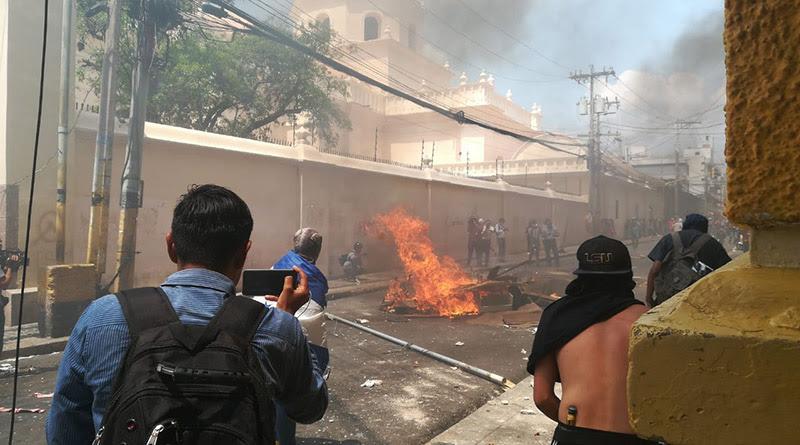 Arde Honduras