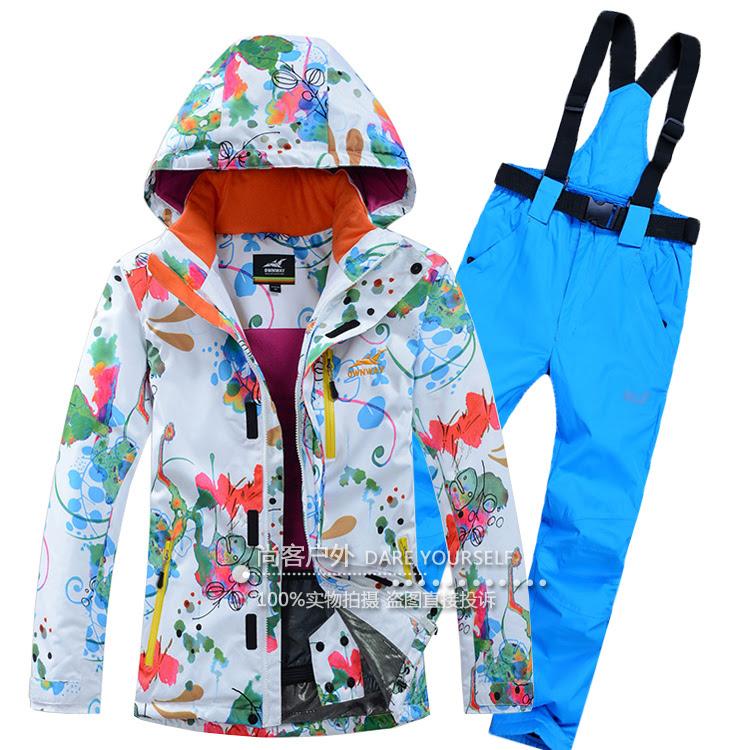 Лыжные брюки и лыжная куртка голубые