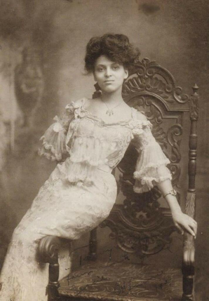 Красавицы начала XX века,-Минни Браун (1883-?)