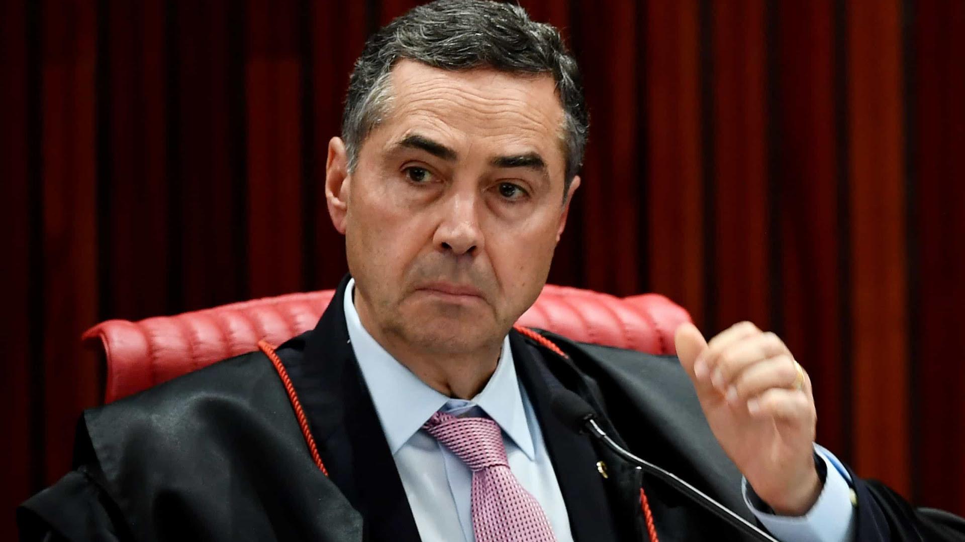 Barroso, do STF, manda presidente do Senado instalar CPI da Covid