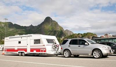Overlæs af bil med campingvogn er dyrt og farligt