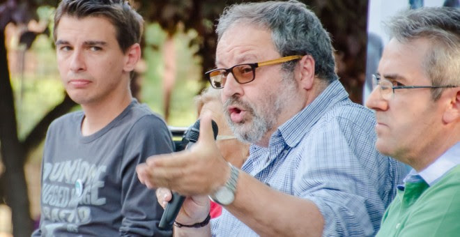 En el centro de la imagen el concejal de Seguridad del Ayuntamiento de Madrid, Javier Barbero, durante un acto de la campaña electoral.- Felix Moreno