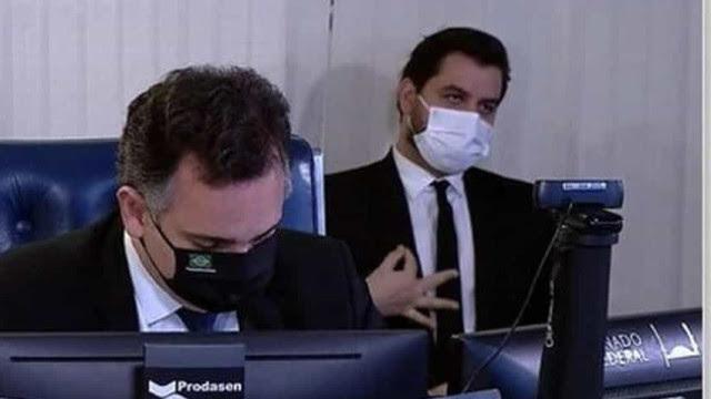 Juiz coloca assessor de Bolsonaro no banco dos réus por crime de racismo