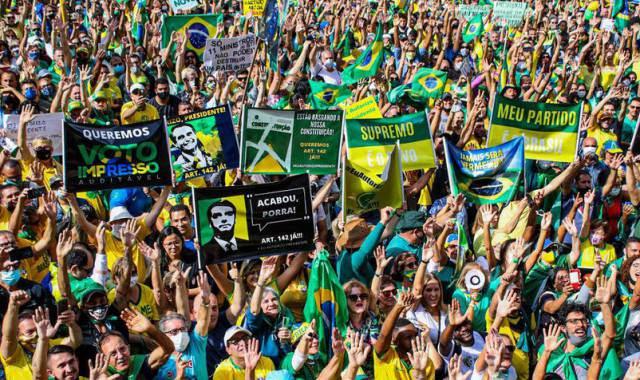Após atos de apoio, Bolsonaro encara opositores na CPI