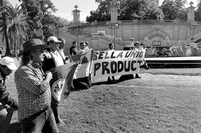 Marcha de trabajadores de Bella Unión, ayer, en el Parque Capurro. Foto: Sandro Pereyra