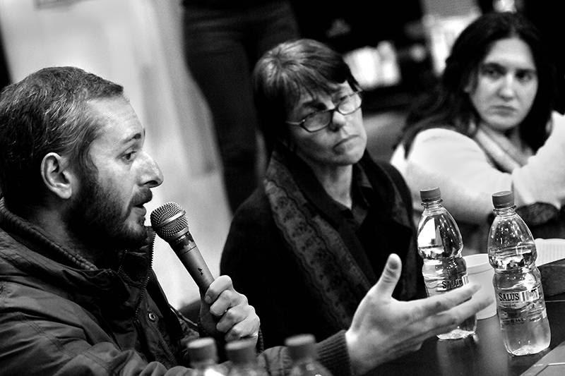 Carlos Marín, Mariana Mota y Macarena Gelman, ayer, durante la mesa en la Facultad de Ciencias Sociales. / Foto: Nicolás Celaya
