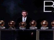 Messi recibió el galardón para celebrar el sexto Balón de Oro en su carrera, mientras que Rapinoe no pudo estar presente en la ceremonia.