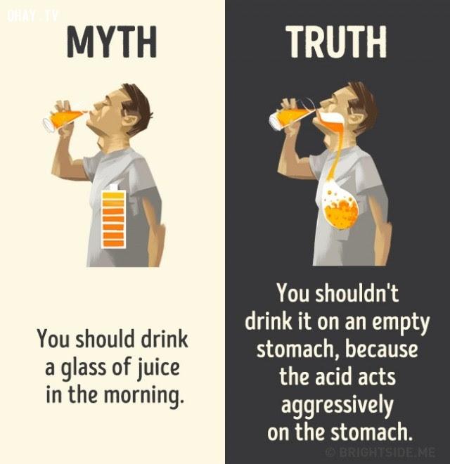 12. Bạn nên uống một ly nước ép vào buổi sáng. Sự thật là bạn không nên uống nước ép lúc dạ dày trống rỗng bởi vì axit sẽ hoạt động tích cực bên trong dạ dày.,nhận thức sai lầm,các loại thức uống,khám phá,sự thật thú vị,những điều thú vị trong cuộc sống