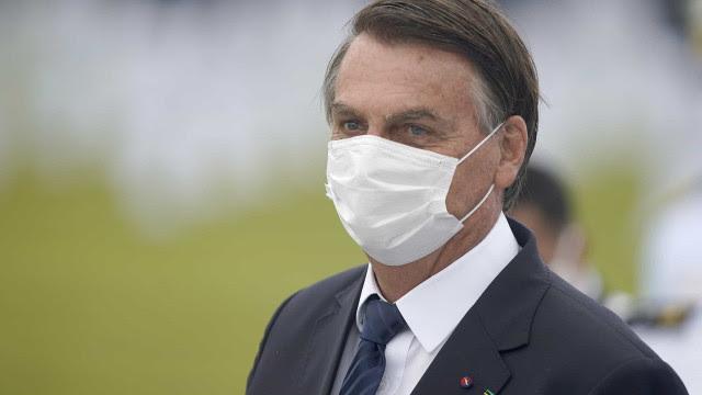 Bolsonaro deve ir ao Congresso entregar novo Bolsa Família e PEC dos precatórios