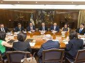 Mientras la Administración de Macri sigue endeudando Argentina, la cifra de pobreza en esa nación también va creciendo.
