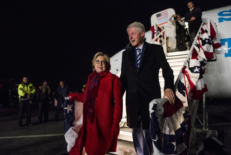 At 3:38 a.m. this morning, Hillary and Bill Clinton got off the plane together in White Plains, New York. (Melina Mara/The Washington Post)</p>