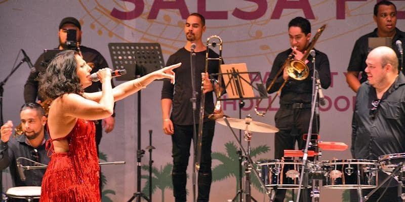 Miles celebran la salsa en festival de Hollywood