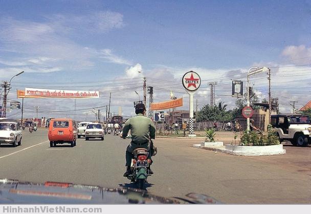 Đường lên sân bay Tân Sơn Nhất, nay là đường Trường Sơn