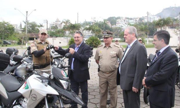 Entrega de motocicletas para PM