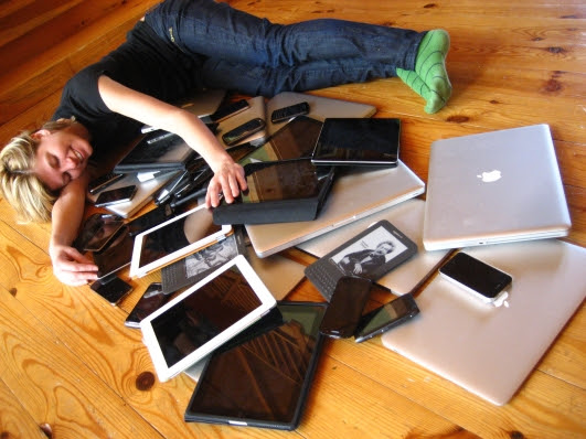 Cuddling_with_multiple_devices.jpg