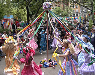 picture of a maybpole