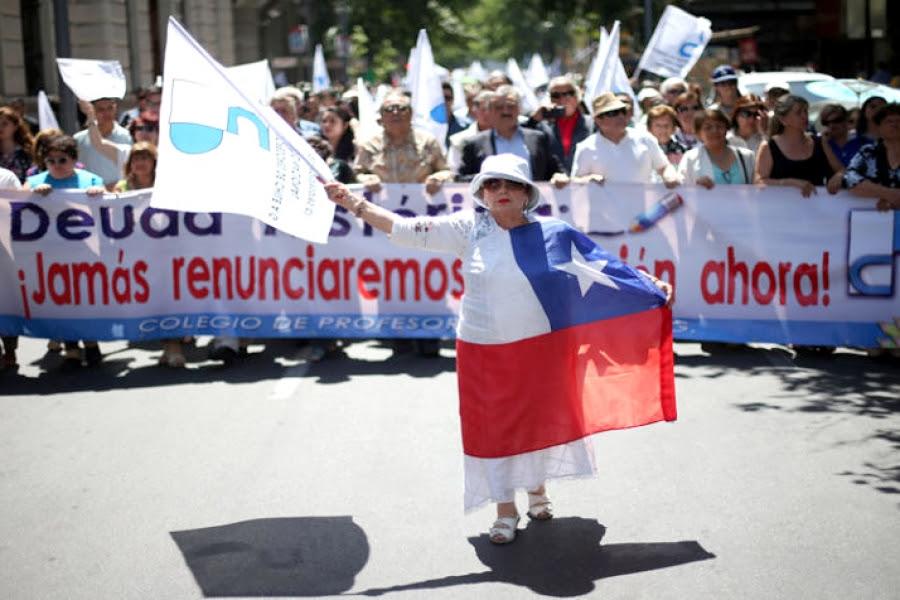 """Chile: Profesores marchan por Santiago para exigir pago de """"deuda histórica"""""""