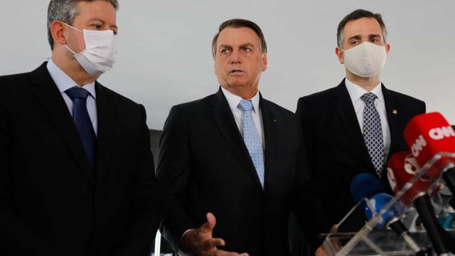 Criticado por gestão da covid-19, Bolsonaro reclama de 'sabotagem'