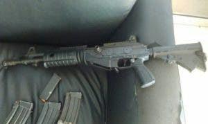 Fusil calibre 5,56 que estaba en poder de los delincuentes.