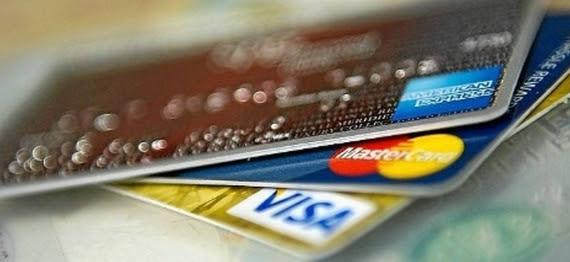 Vídeo de 3 minutos ensina a pagar menos anuidade no cartão de crédito