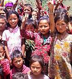 Nepal: la vita che ritorna normale fra i banchi di scuola