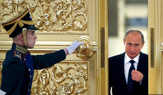 Putin-doorway-Reuters