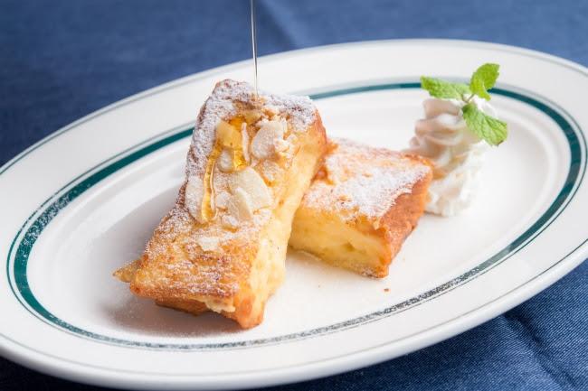 『NICKフレンチトースト』お好きなドリンク+100円(税別)。 専用のデニッシュパンにたっぷり卵とミルクが染みたふわとろ食感。