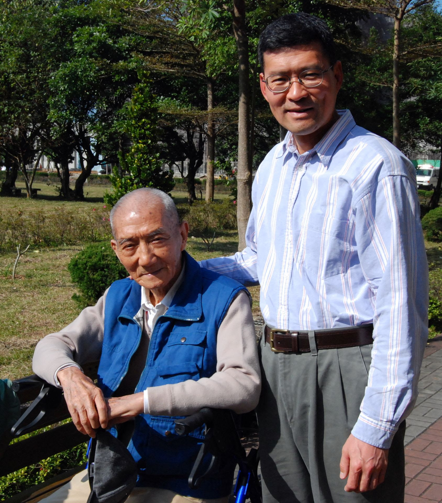 Ming-Bing Chang with his father