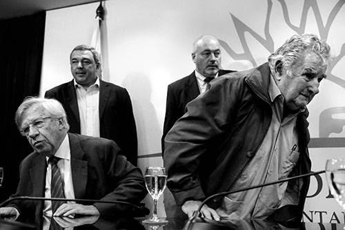 Danilo Astori, Jose Mujica, Mario Bergara y Homero Guerrero ayer durante la conferencia en Torre Ejecutiva. /Foto: Javier Calvelo