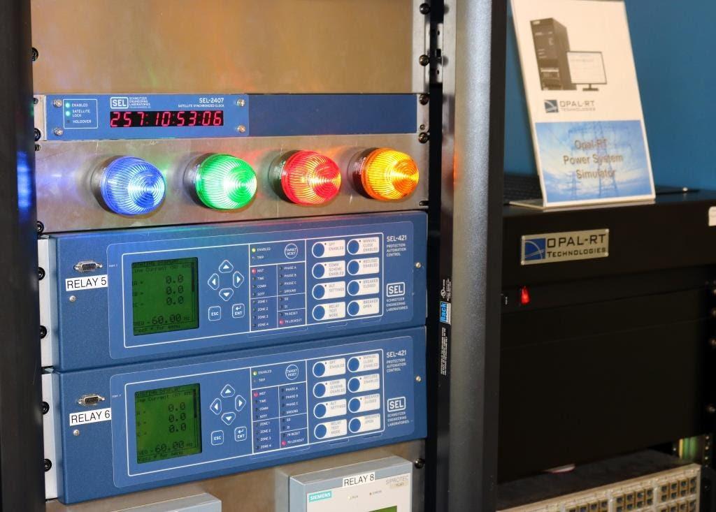 El banco de pruebas de la Universidad Estatal de Iowa solía demostrar amenazas cibernéticas en el sector eléctrico.  (Universidad del Estado de Iowa)