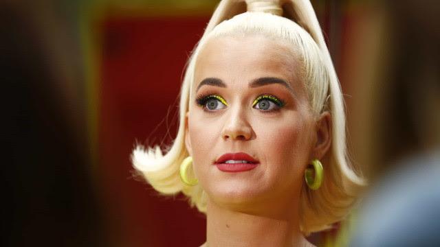 Katy Perry compara gravidez na pandemia com passeio em montanha-russa
