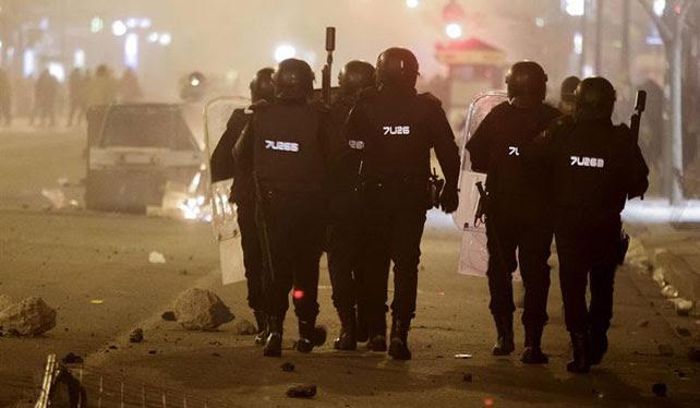 Efectivos de la UIP en Burgos durante las protestas en el barrio de Gamonal.
