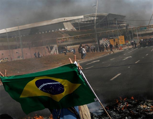 Protesta contra el Mundial en los alrededores del estadio de Sao Paulo, hace unos días. REUTERS/Nacho Doce