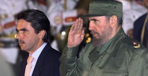 Aznar junto a Fidel Castro en una visita del expresidente del Gobierno español a La Habana con motivo de la Cumbre Iberoamericana de 1999. - AFP