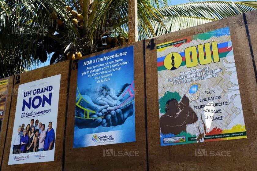 Les panneaux électoraux à Nouméa ce dimanche. Photo Théo ROUBY/AFP