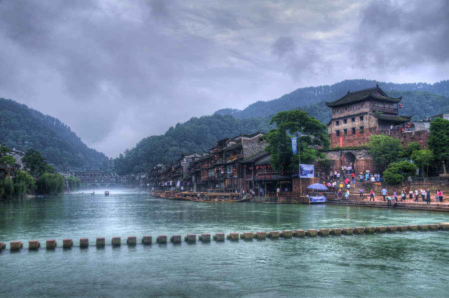 http://cdnfiles.hdrcreme.com/42660/medium/feng-huang-iiv-a-little-town-in-china.jpg?1343579699