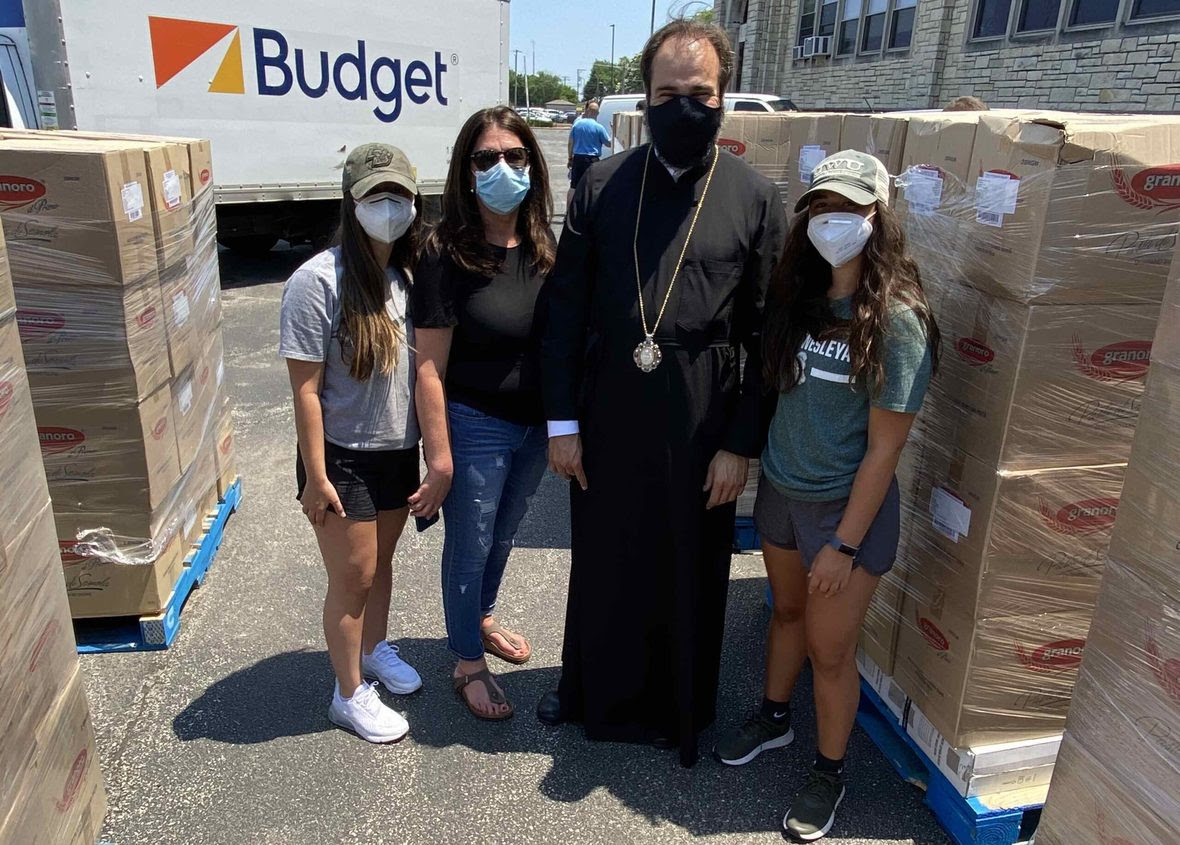 Metropolitan-Nathanael-and-Volunteers-Food-Drive-2020-1-scaled