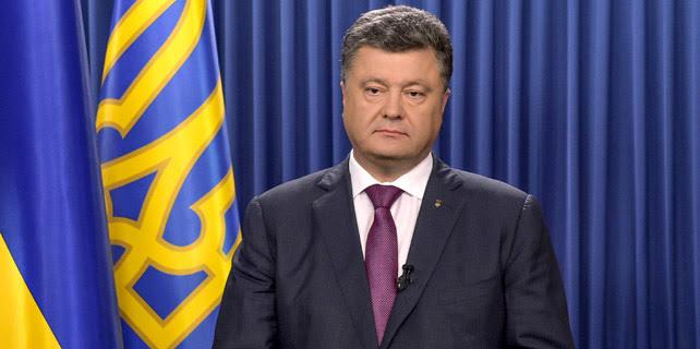 El presidente ucraniano, Petro Poroshenko, durante el vídeo colgado en la web pasadas las 21:30 horas anunciado su decisión de disolver el Parlamento. REUTERS