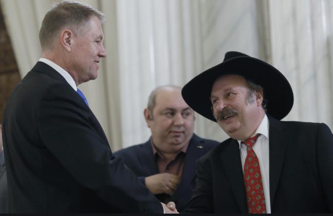 """Klaus Iohannis face plocoane de Ziua Țiganilor condamnă             orice fel de manifestare """"rasistă"""" și             """"xenofobă"""""""