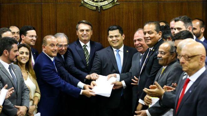 Presidente Bolsonaro e Paulo Guedes levam 'Plano Mais Brasil' ao Congresso