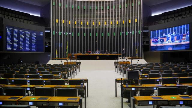 Senado aprova multa para discriminação salarial contra mulheres