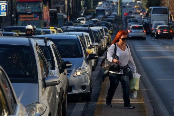 «Αδειάζει» τον Μαυραγάνη το ΥΠΟΙΚ για τις αλλαγές στα τέλη κυκλοφορίας