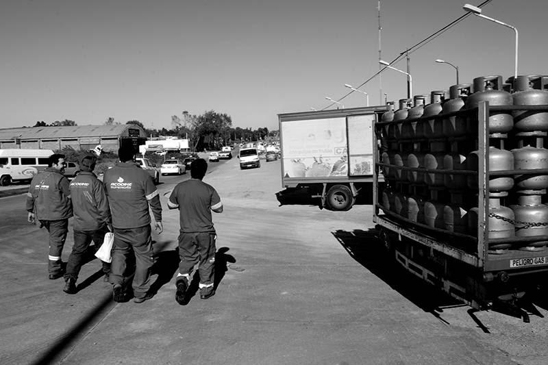 Entrada a la planta de envasado de Acodike en La Tablada. / foto: sandro pereyra (archivo, abril de 2014)