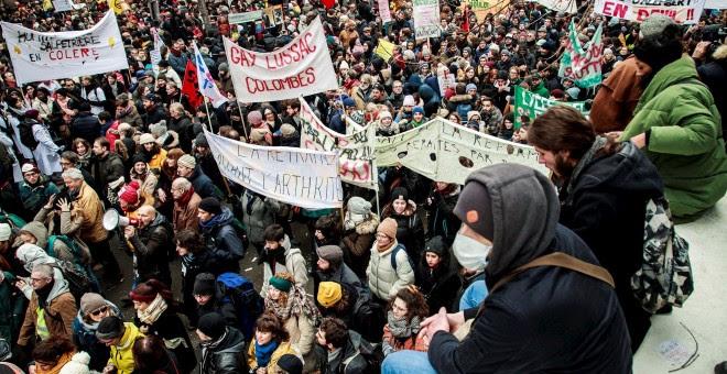12/05/2019.- Los trabajadores cantan consignas durante la manifestación contra las reformas de pensiones París, Francia. EFE / CHRISTOPHE PETIT TESSON