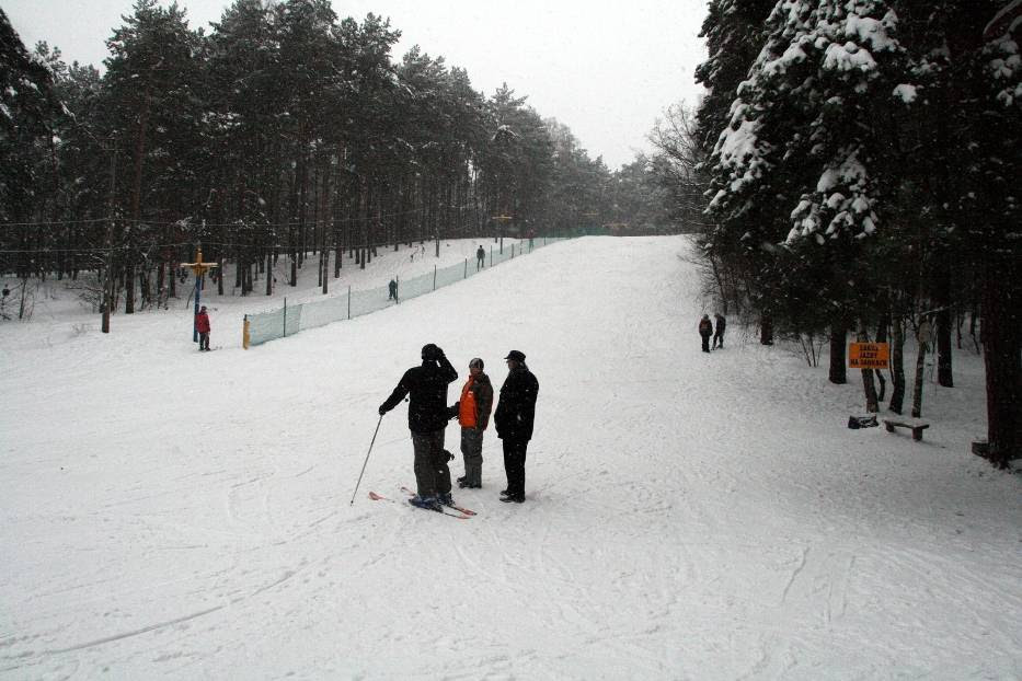 Znalezione obrazy dla zapytania wyciąg narciarski zielona góra