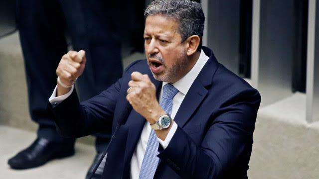 Lira rebate oposição e diz que 100% dos pedidos de impeachment de Bolsonaro são inúteis