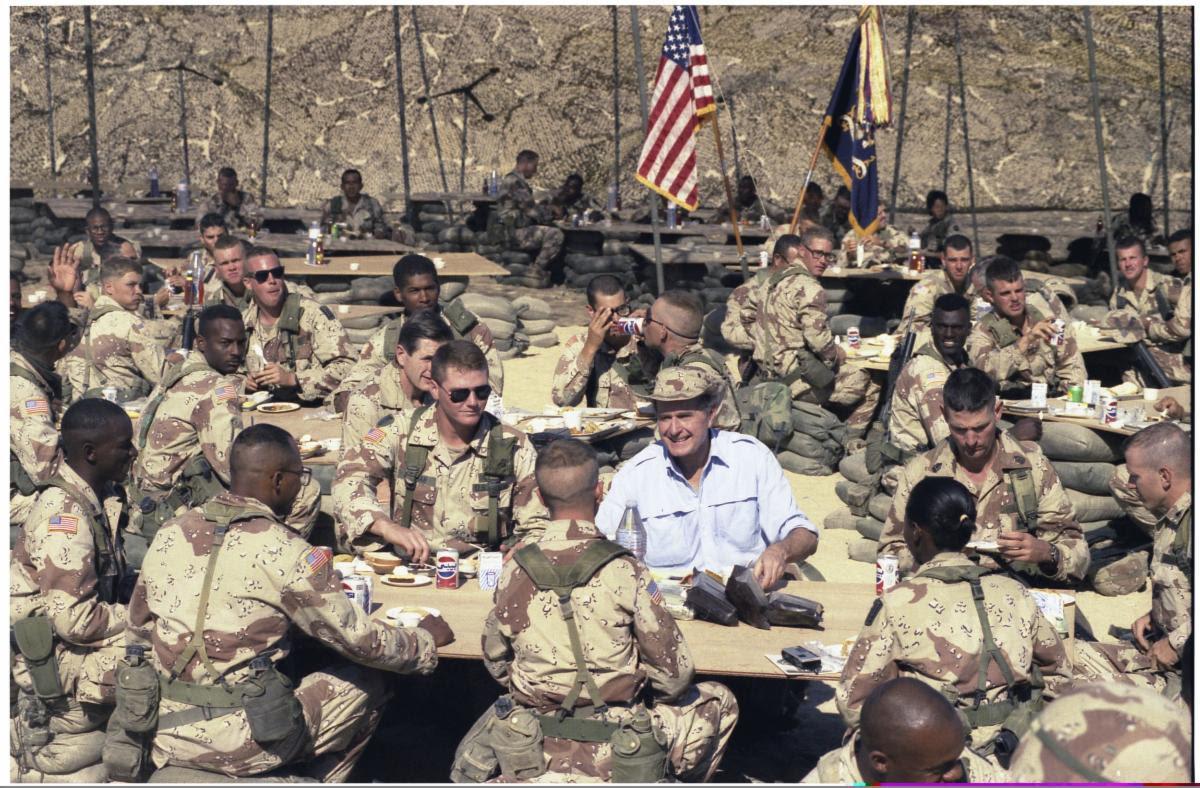 Bush with troops Gulf War.jpg