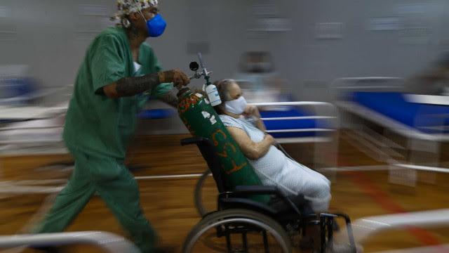 Sete em cada dez hospitais de ponta dizem que oxigênio e anestésico acabam em uma semana